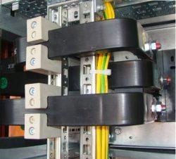 Крепление изолированных шин в шкафу НКУ